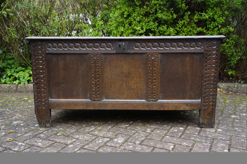 a good early 18th century oak coffer in excellent used condition